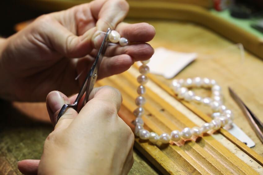 Serviceleistungen - Perlenkette auffädeln