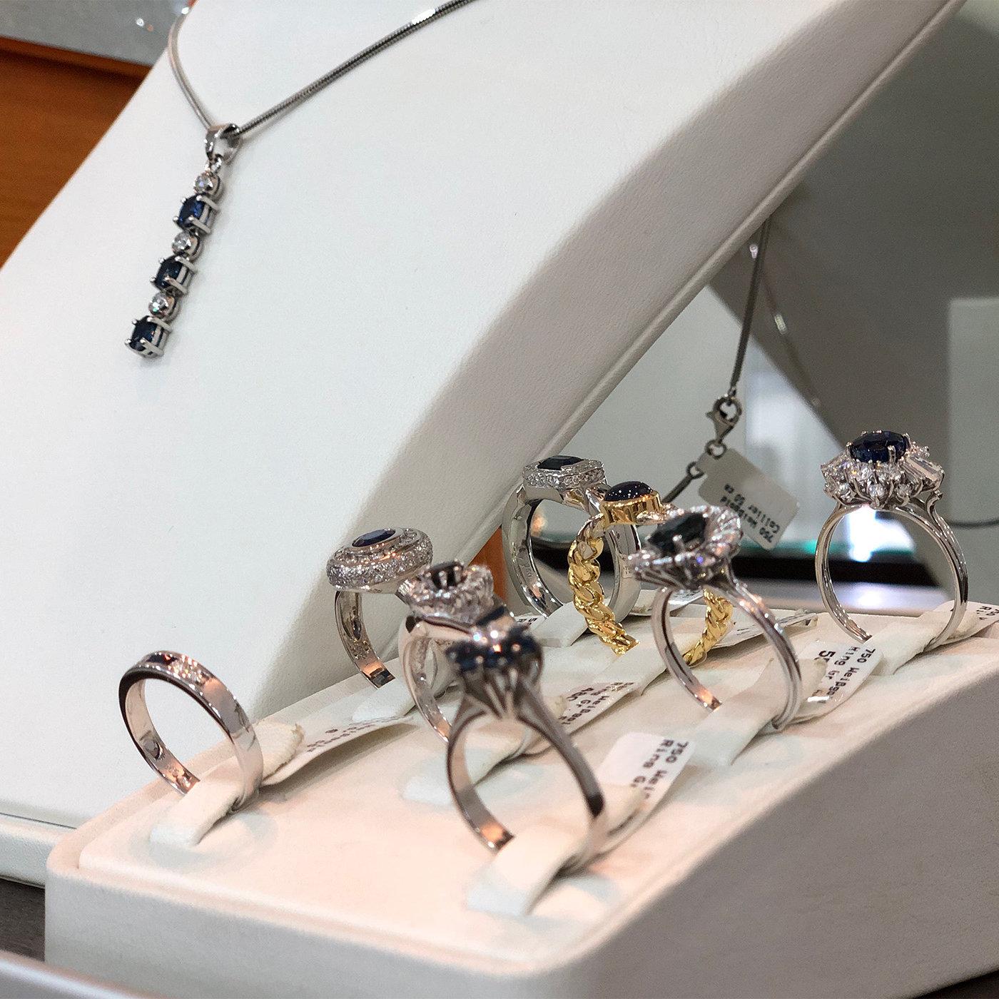 juwelier_areo_schmuck_ketten_perlenketten_edelsteine_diamanten_schmuckgeschäft_ernstes_design_cluse_paul_hewitt_engelsrufer_son_of_noa_joanli_nor